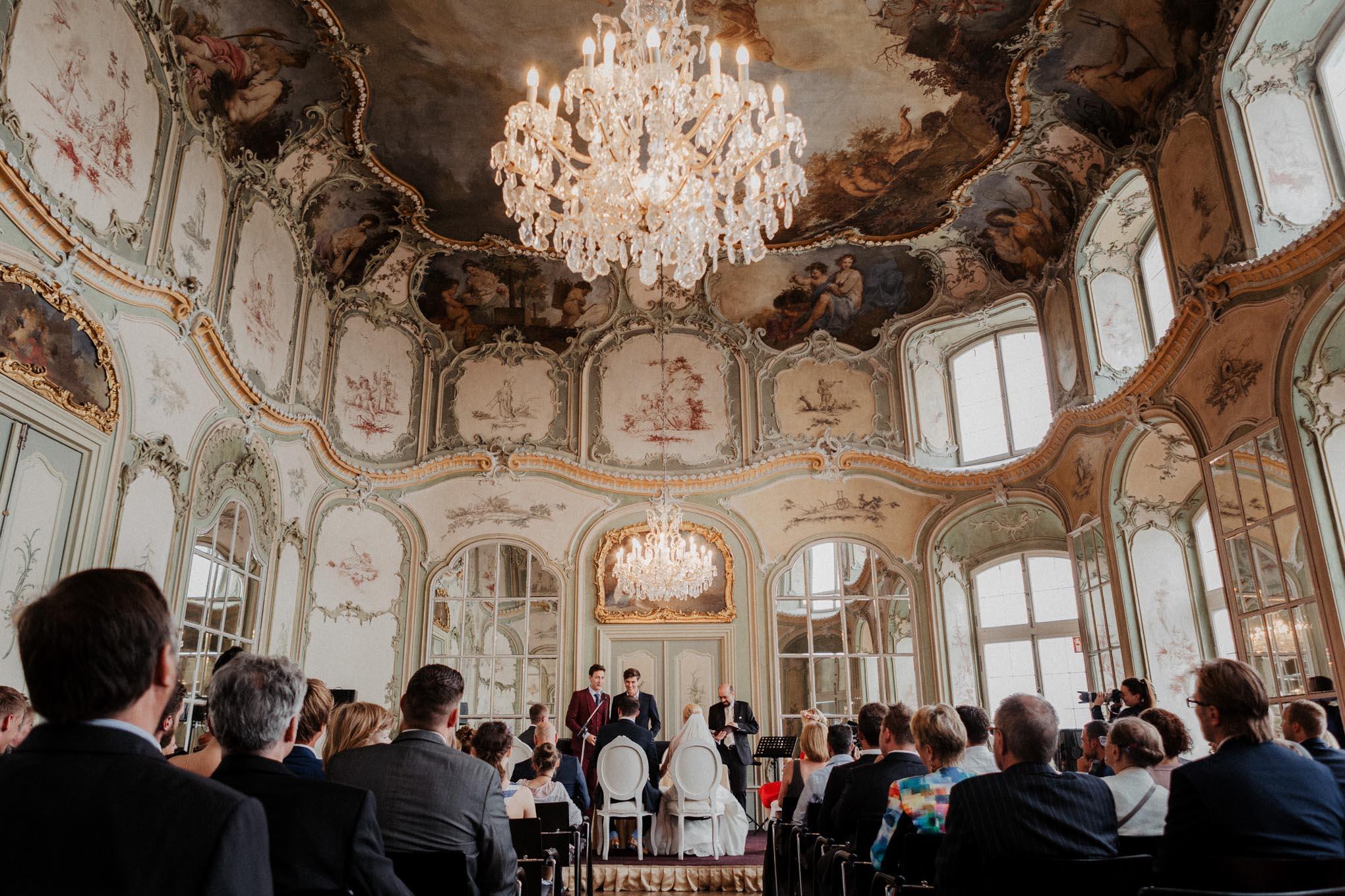 Hochzeitsgesellschaft auf Schloss Engers