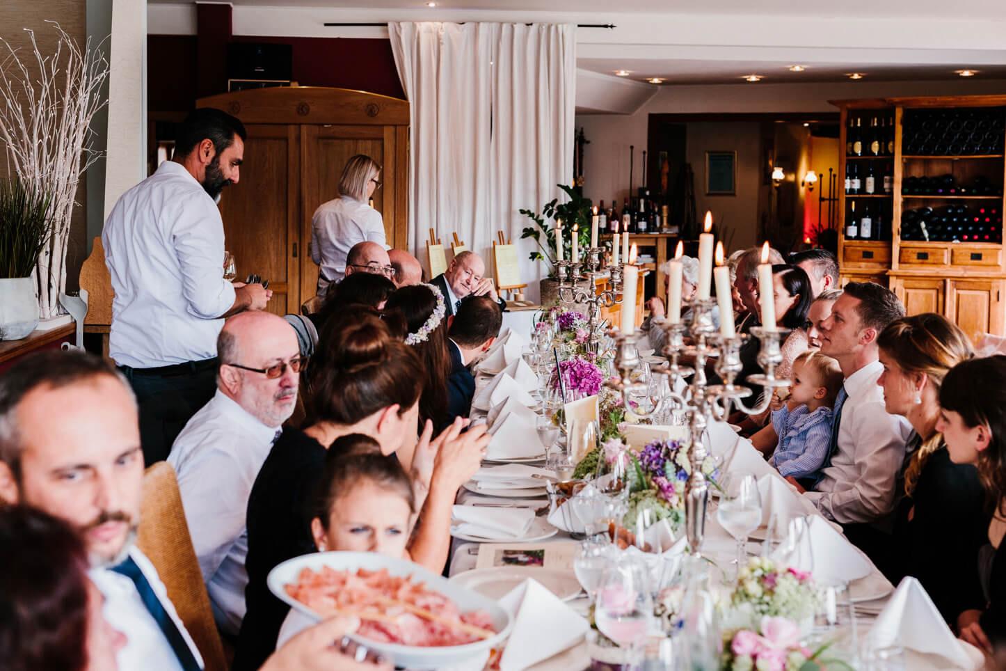 Hochzeitsgesellschaft in der Malteser Komturei in Herrenstrunden