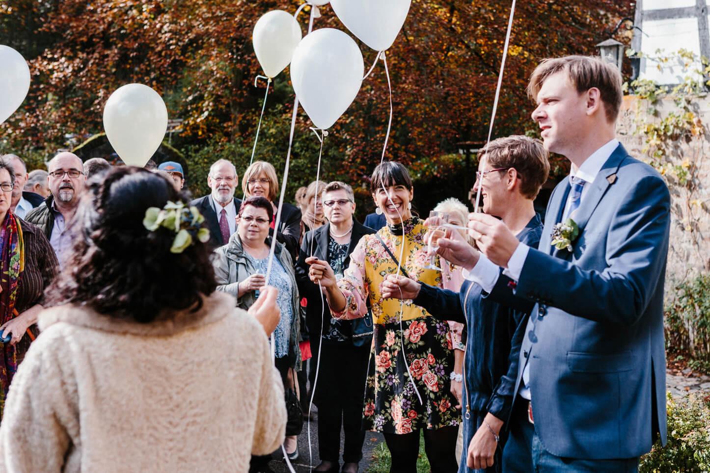 Hochzeitsgäste an der Lambertsmühle