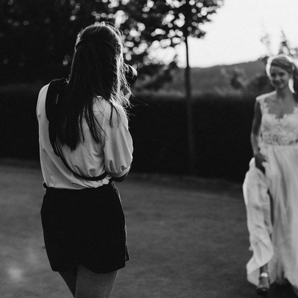 Hochzeitsfotografin beim Paarshooting