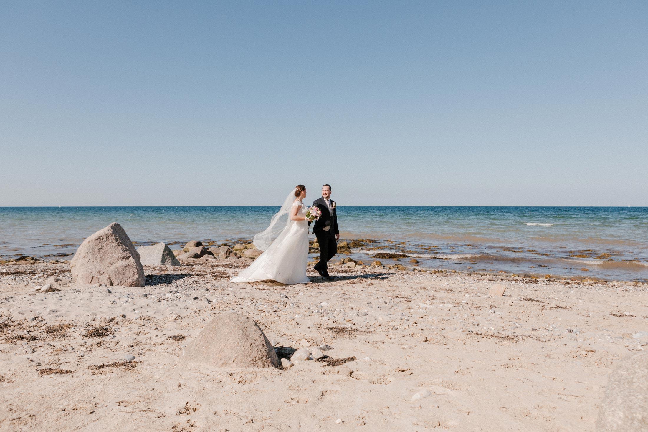 After Wedding am Strand in Schwedeneck