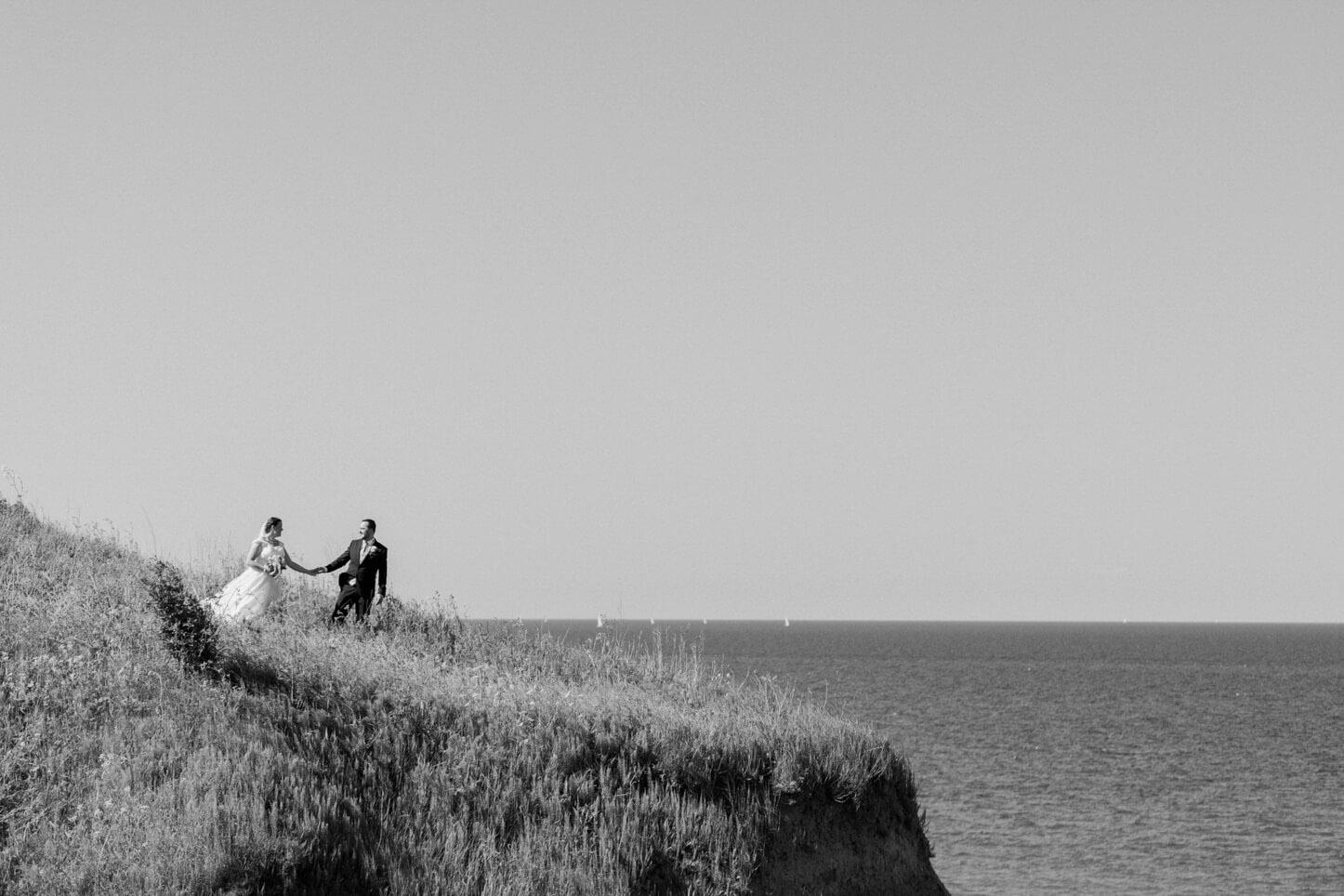 Brautpaar am Strand von Schwedeneck