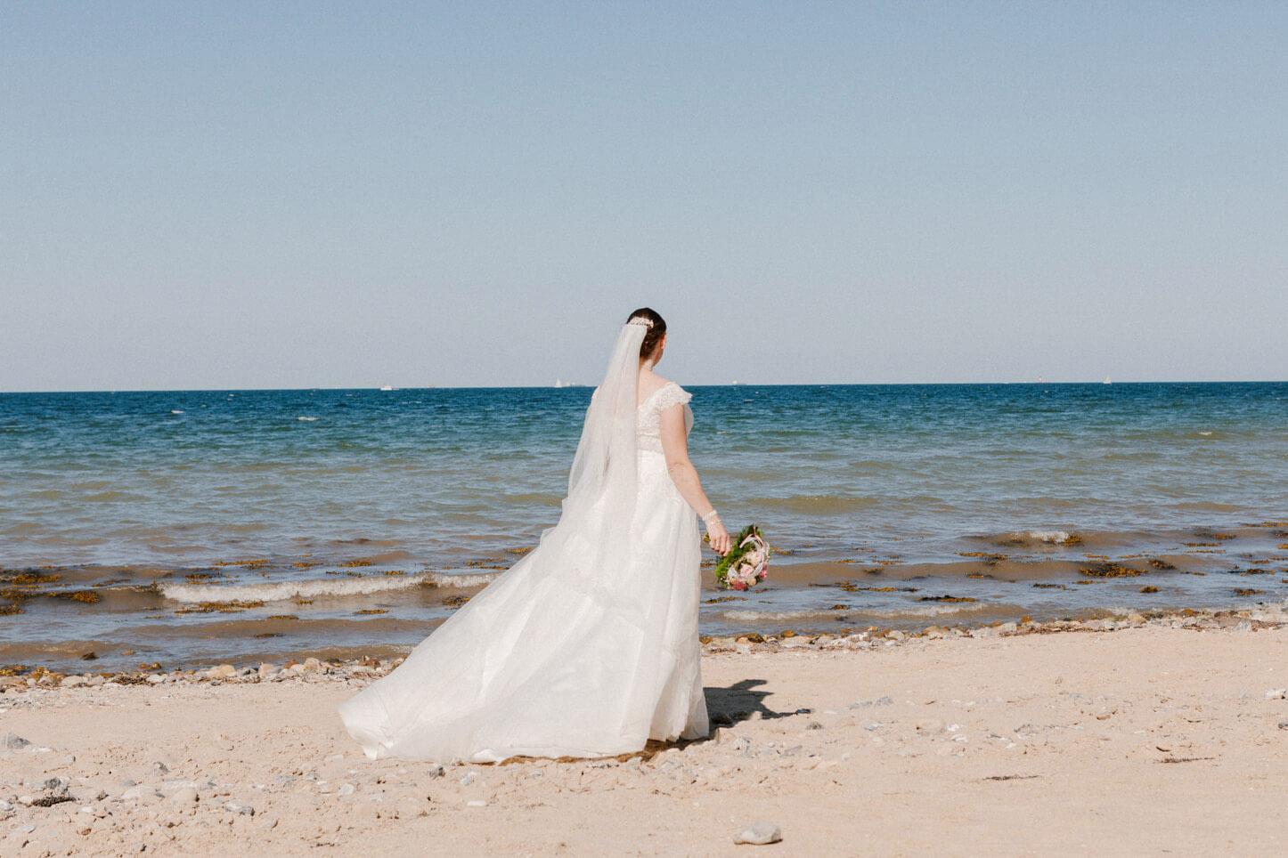 Brautfoto am Strand von Schwedeneck