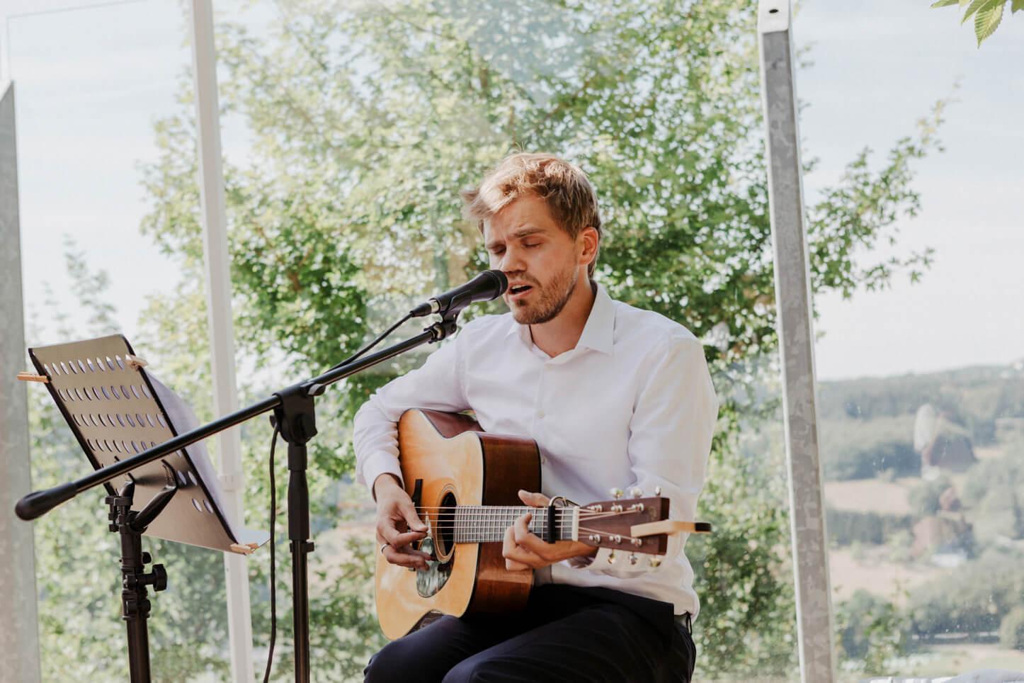 Sänger bei einer Hochzeit