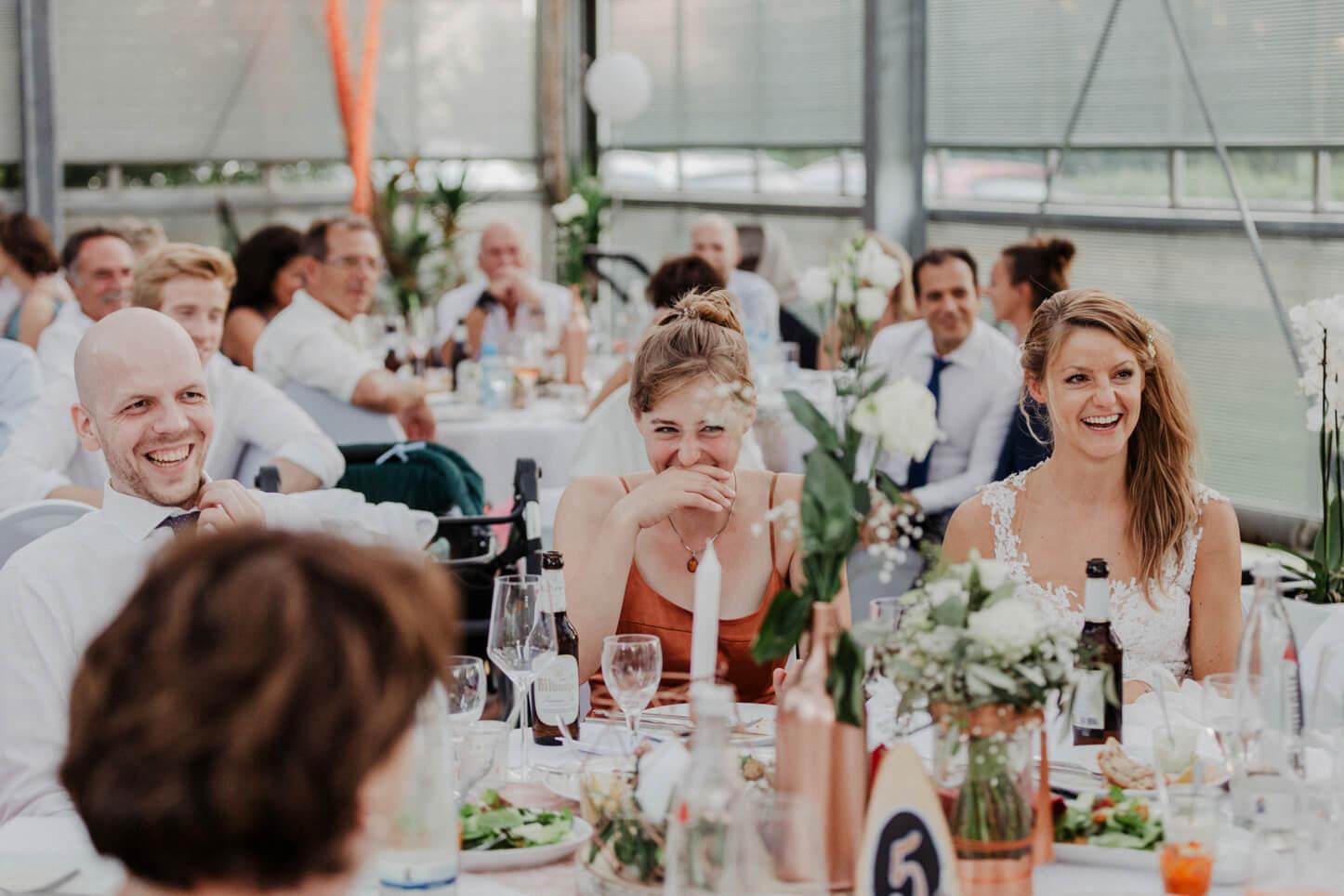 Hochzeitsgäste im Golfclub der Lüderich