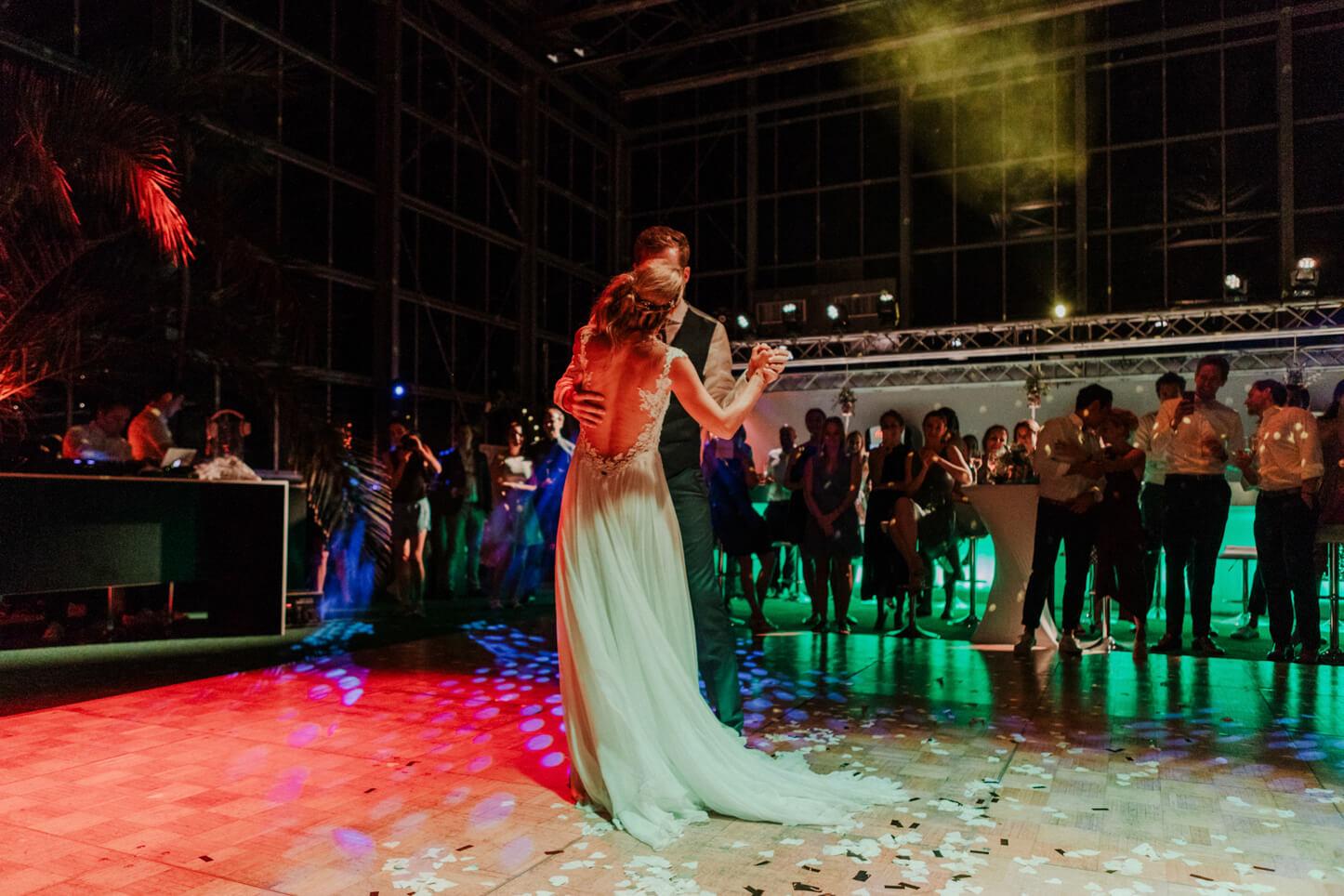 Brautpaar beim Hochzeitstanz in Köln