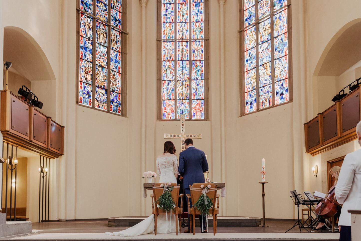 Brautpaar in der Kreuzkirche in Bonn