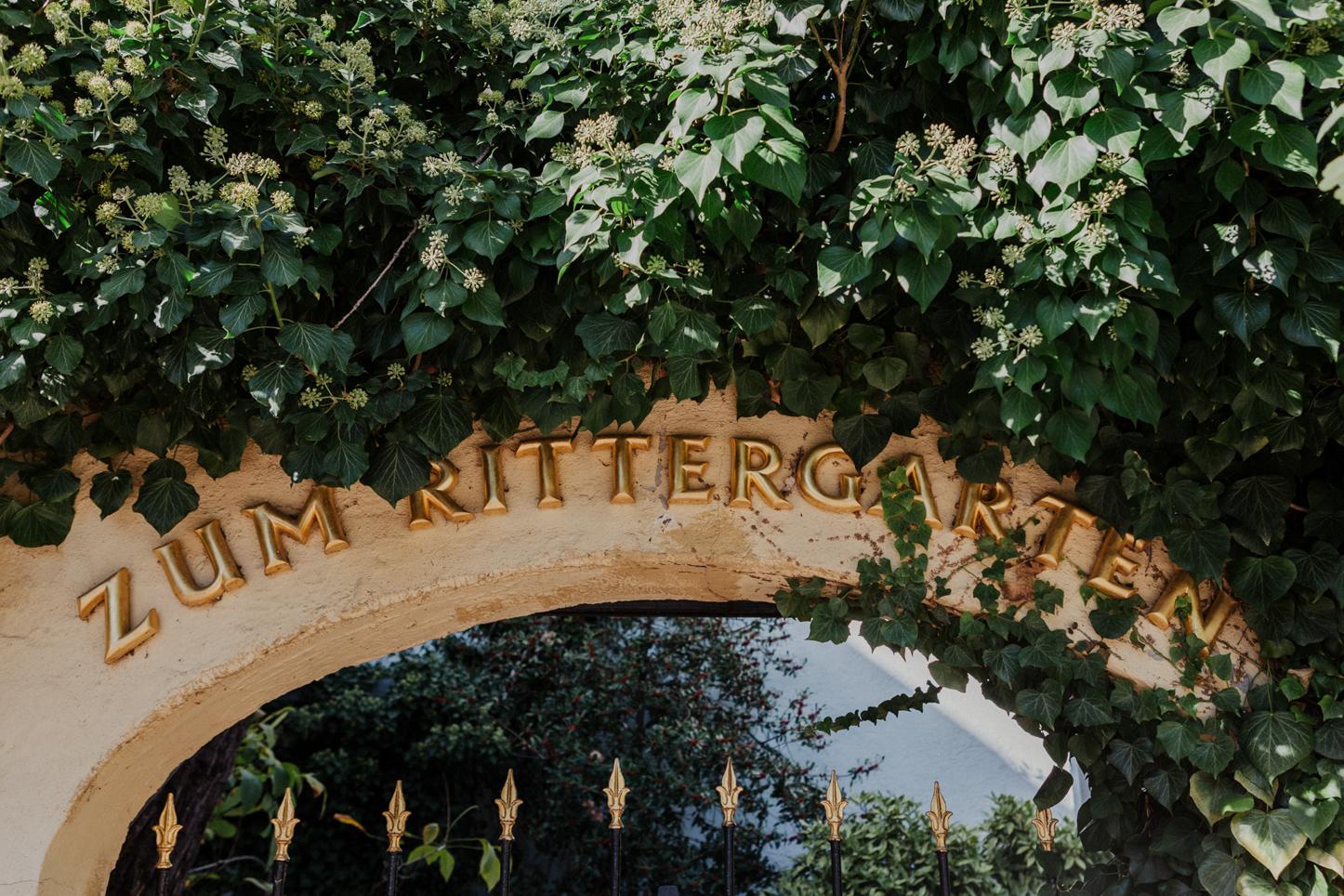 Eingangstor zum Weingut Fitz Ritter