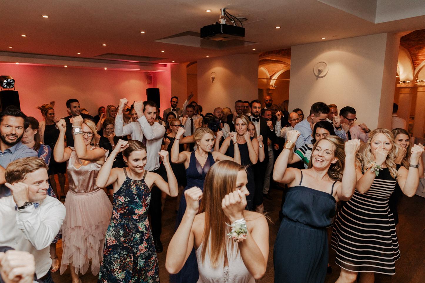 Flashmob Gäste einer Hochzeit