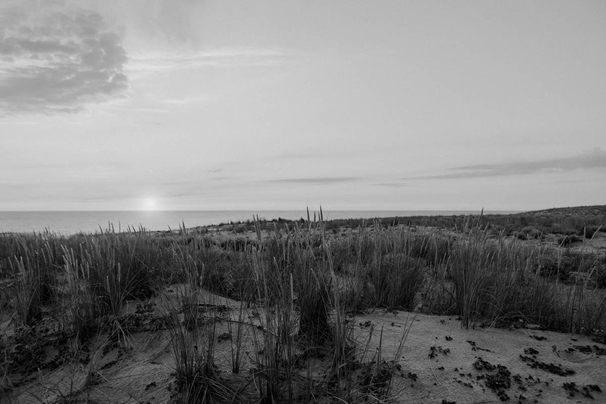 Sonnenuntergan g in schwarz weiß