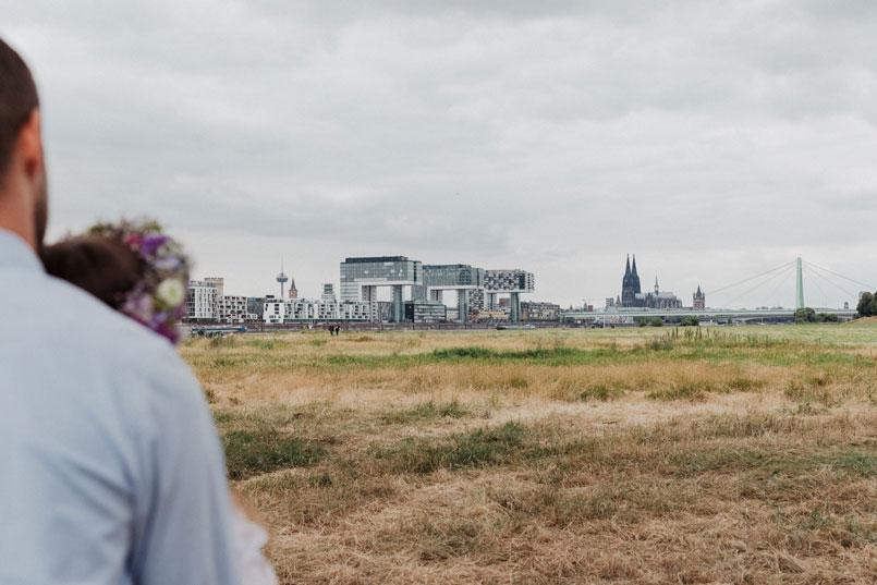Paarfoto mit Blick auf den Kölner Dom