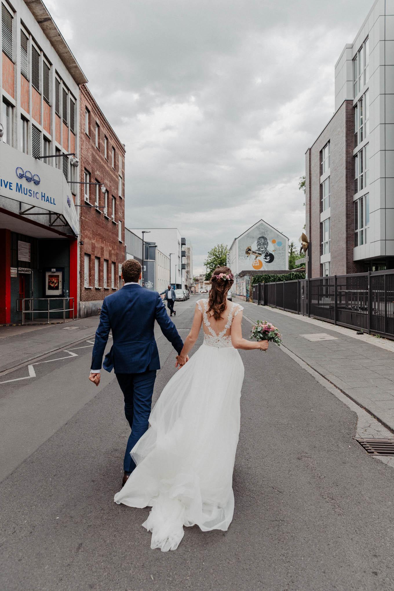 Hochzeitsfoto vor der live music hall in Köln Ehrenfeld