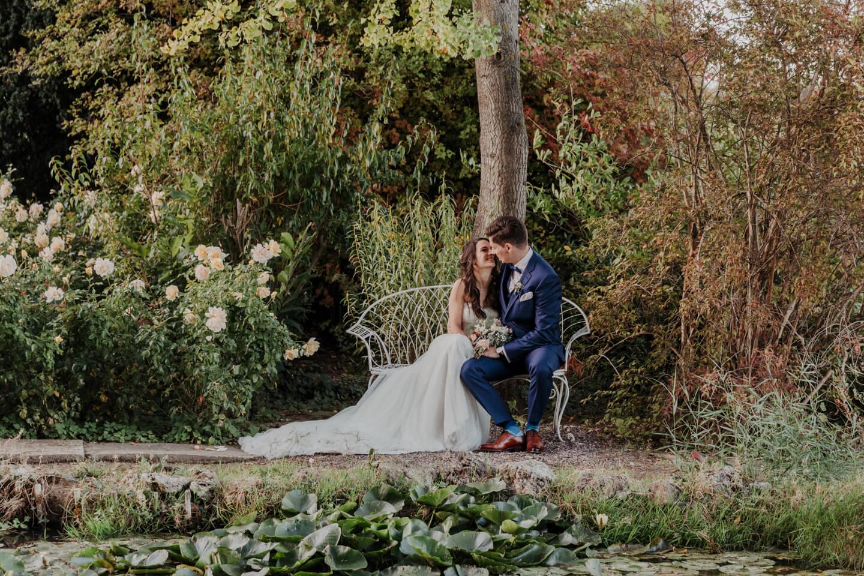 Hochzeitsfoto am Teich