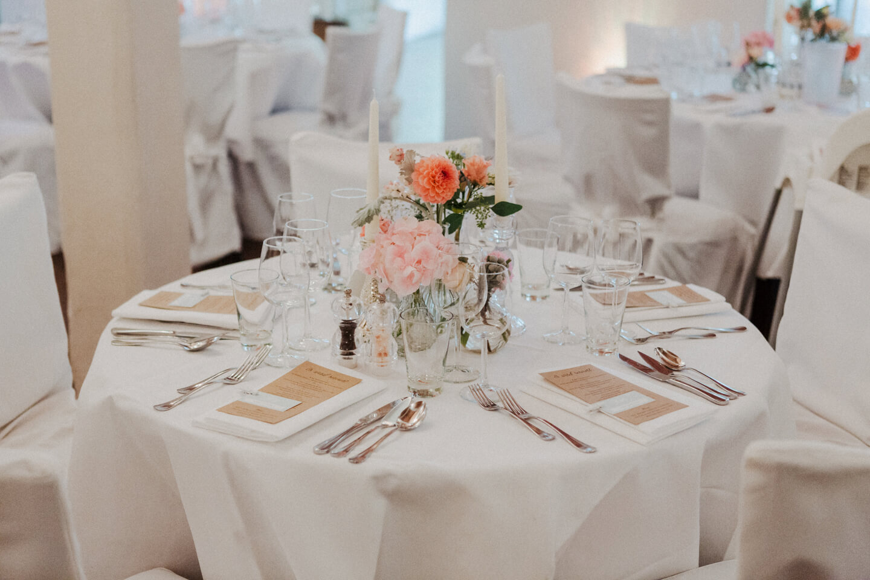 Tischdekoration einer Hochzeit