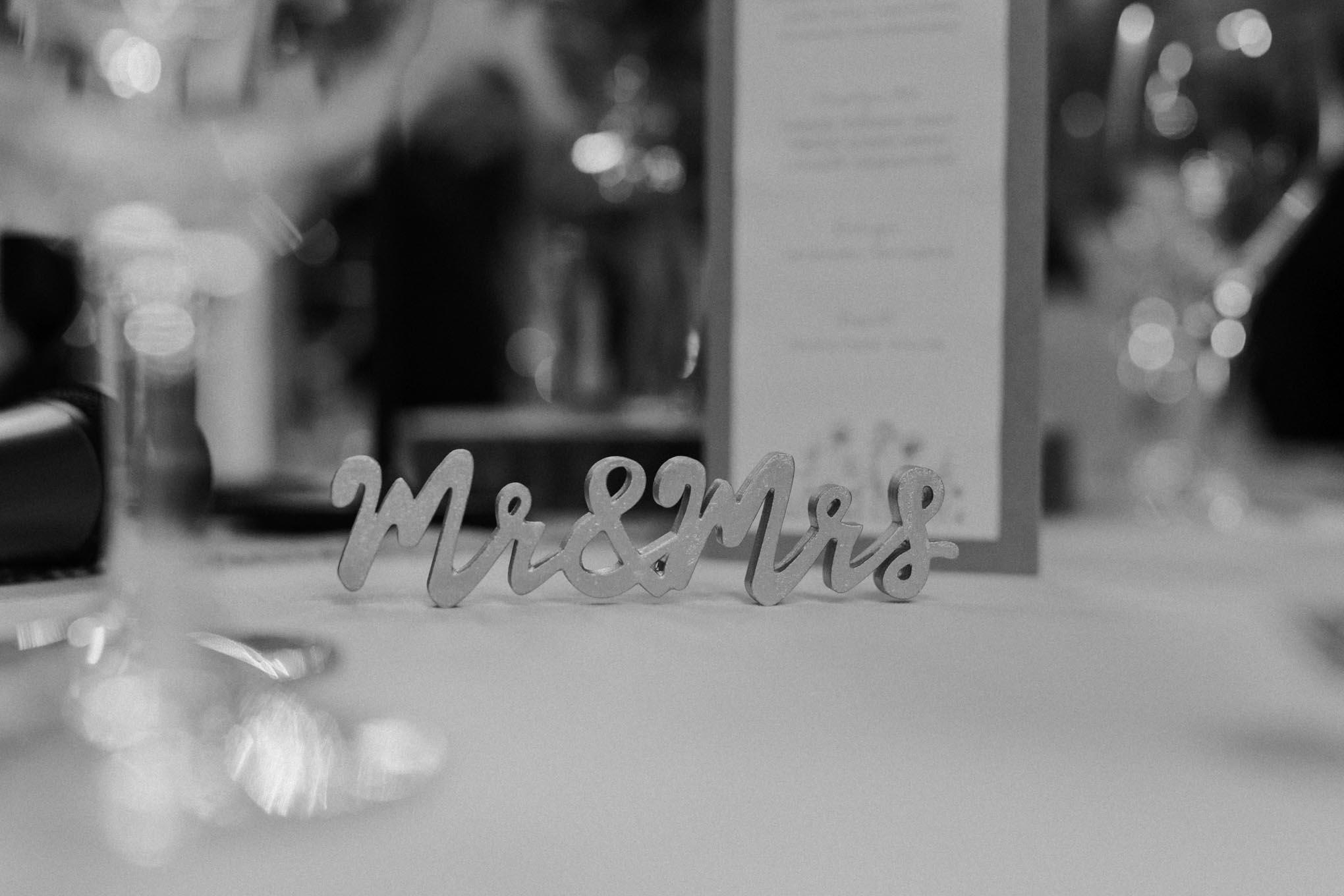 Mr und Mrs Tisch Schild Hochzeit