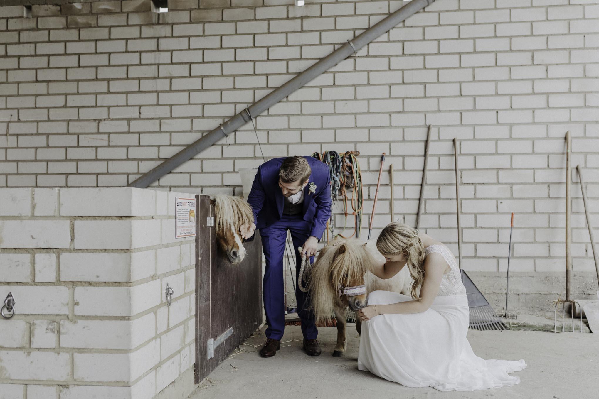 Hochzeitsfotos im Pferdestall