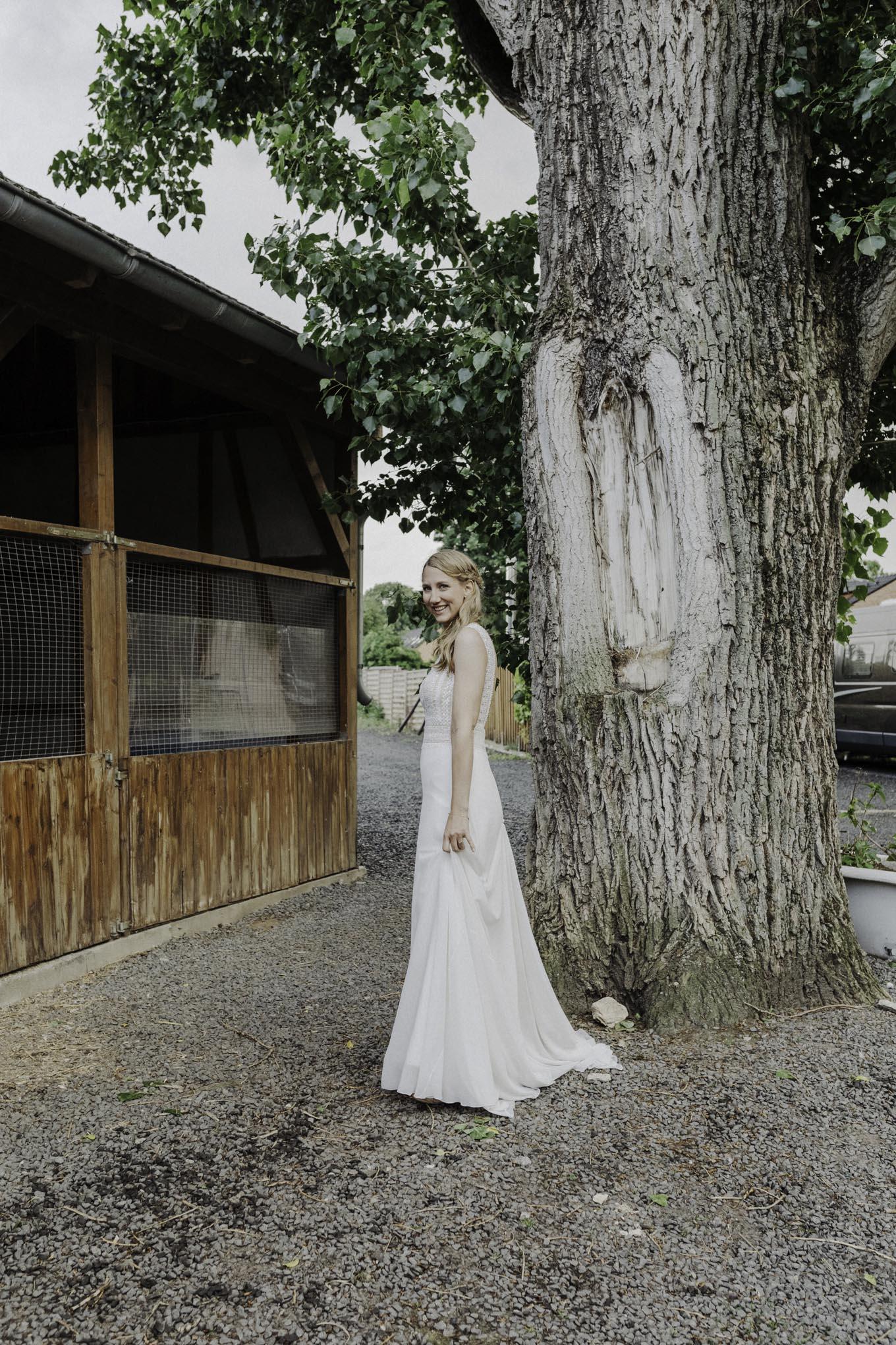 Braut auf dem Bauernhof