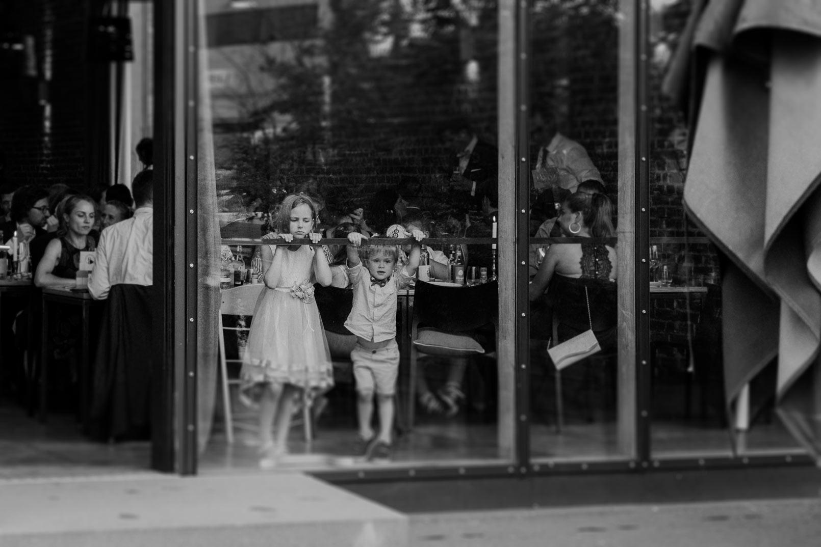 Kinder auf einer Hochzeit