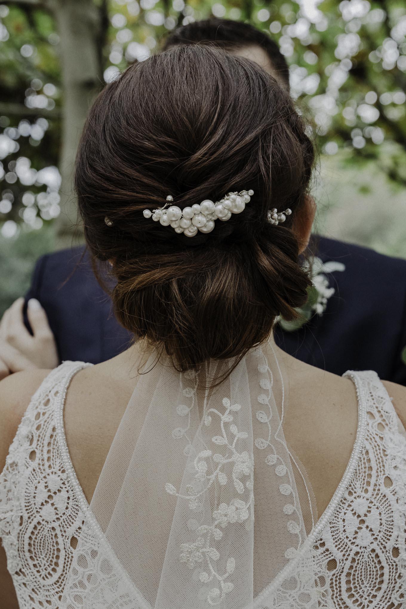 Hochsteckfrisur der Braut
