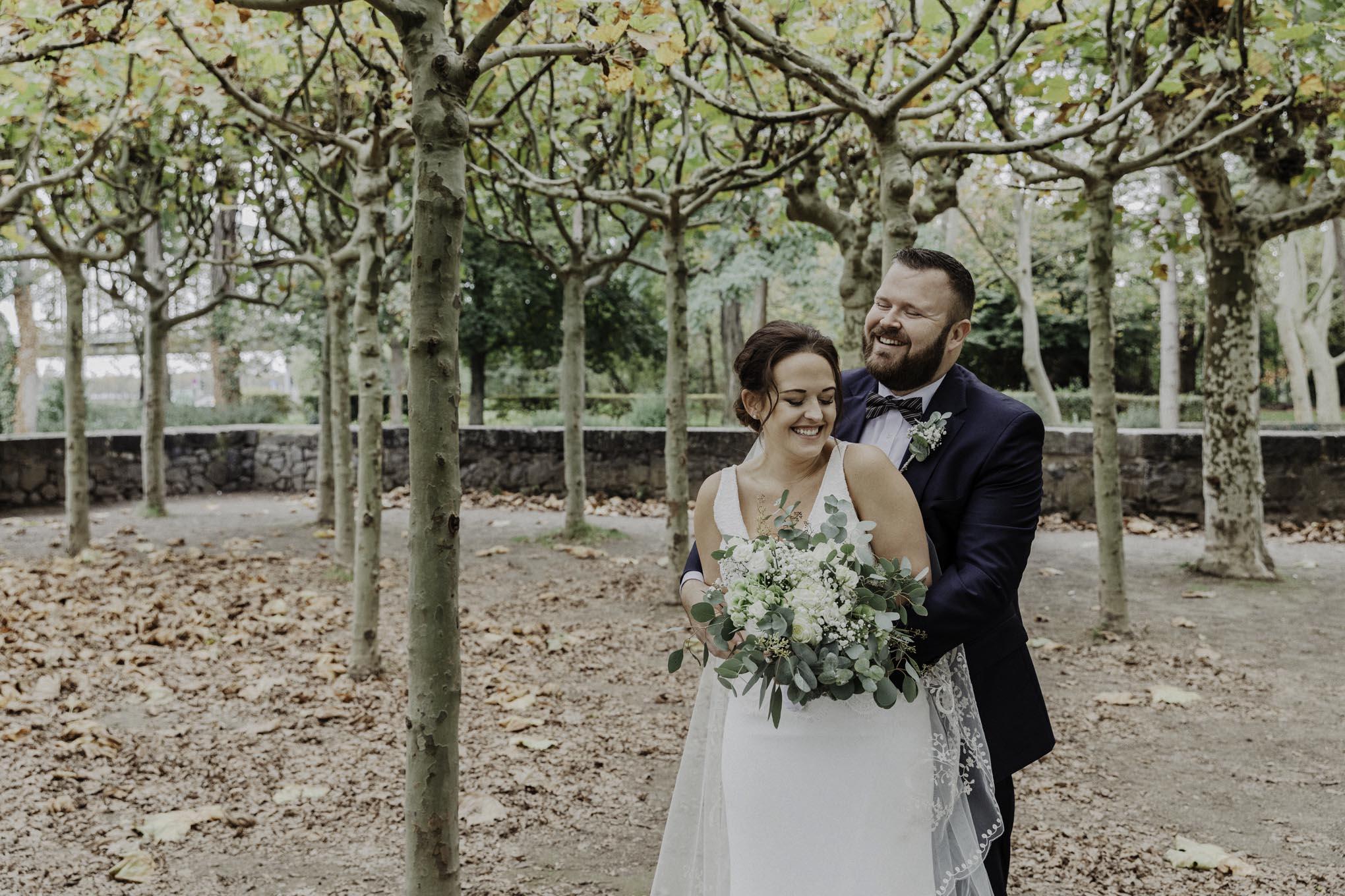 Brautpaar im Friedenspark köln