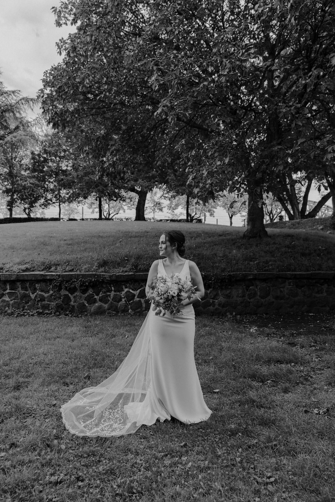 Braut im Brautkleid
