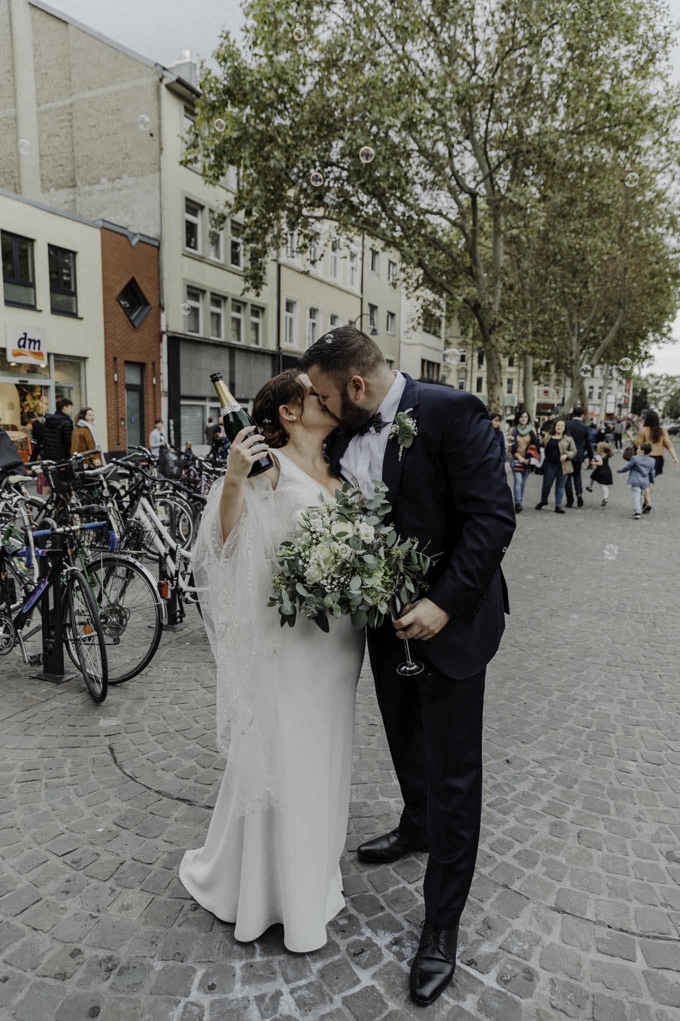 Hochzeitspaar in der kölner Südstadt