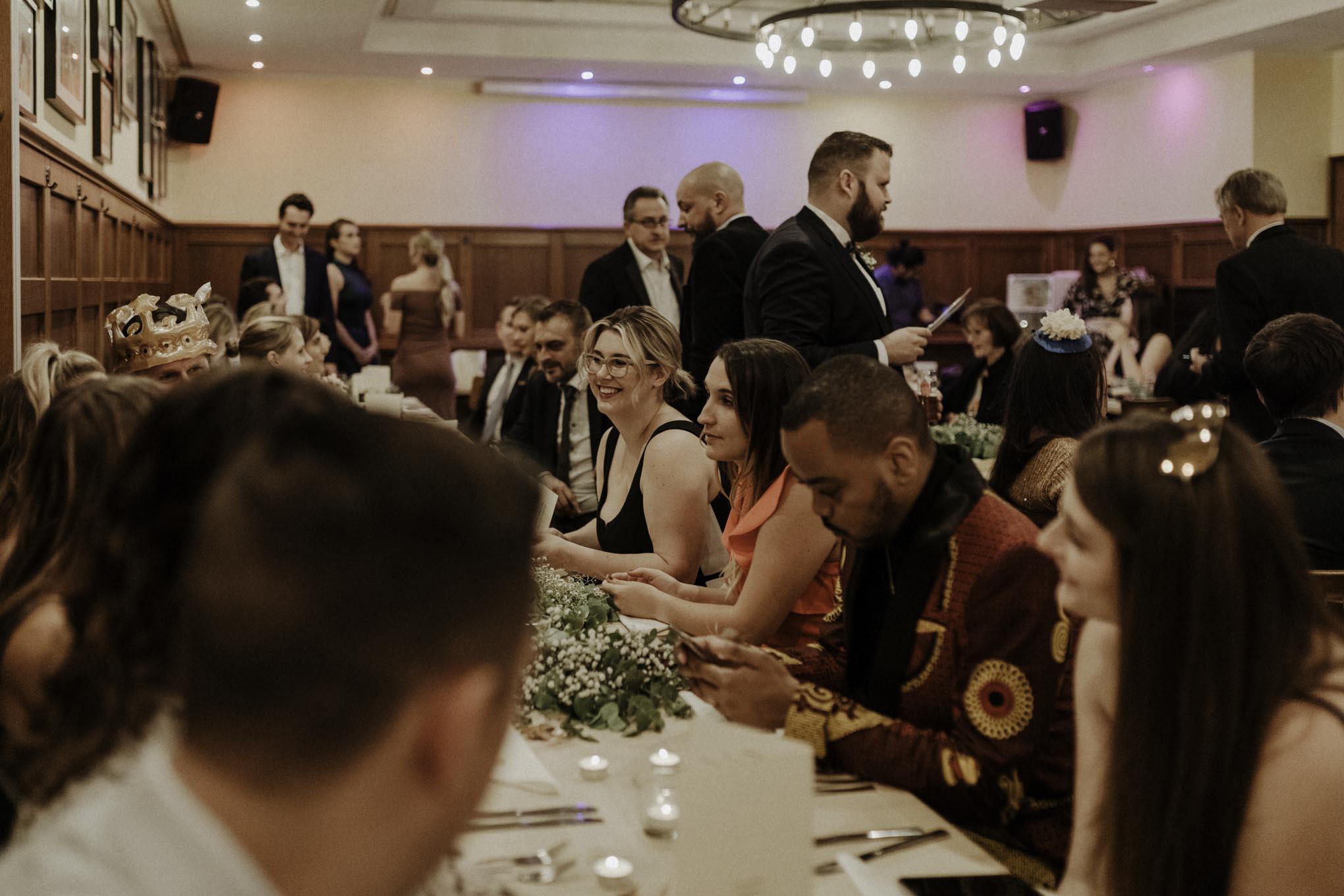 Hochzeitsgesellschaft im alten Brauhaus
