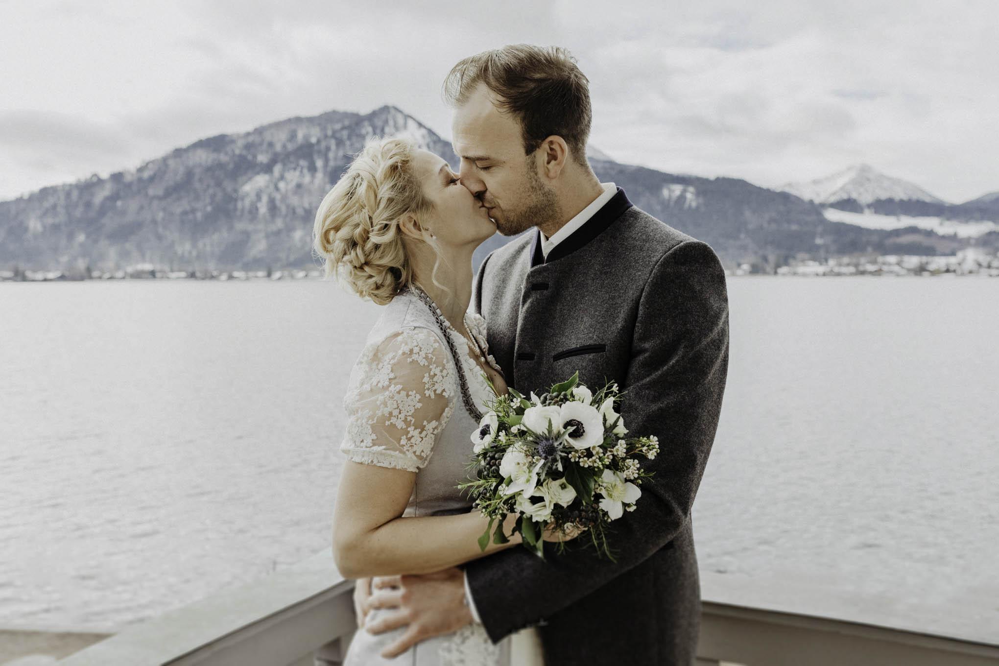 Brautpaar in Tracht am Tegernsee