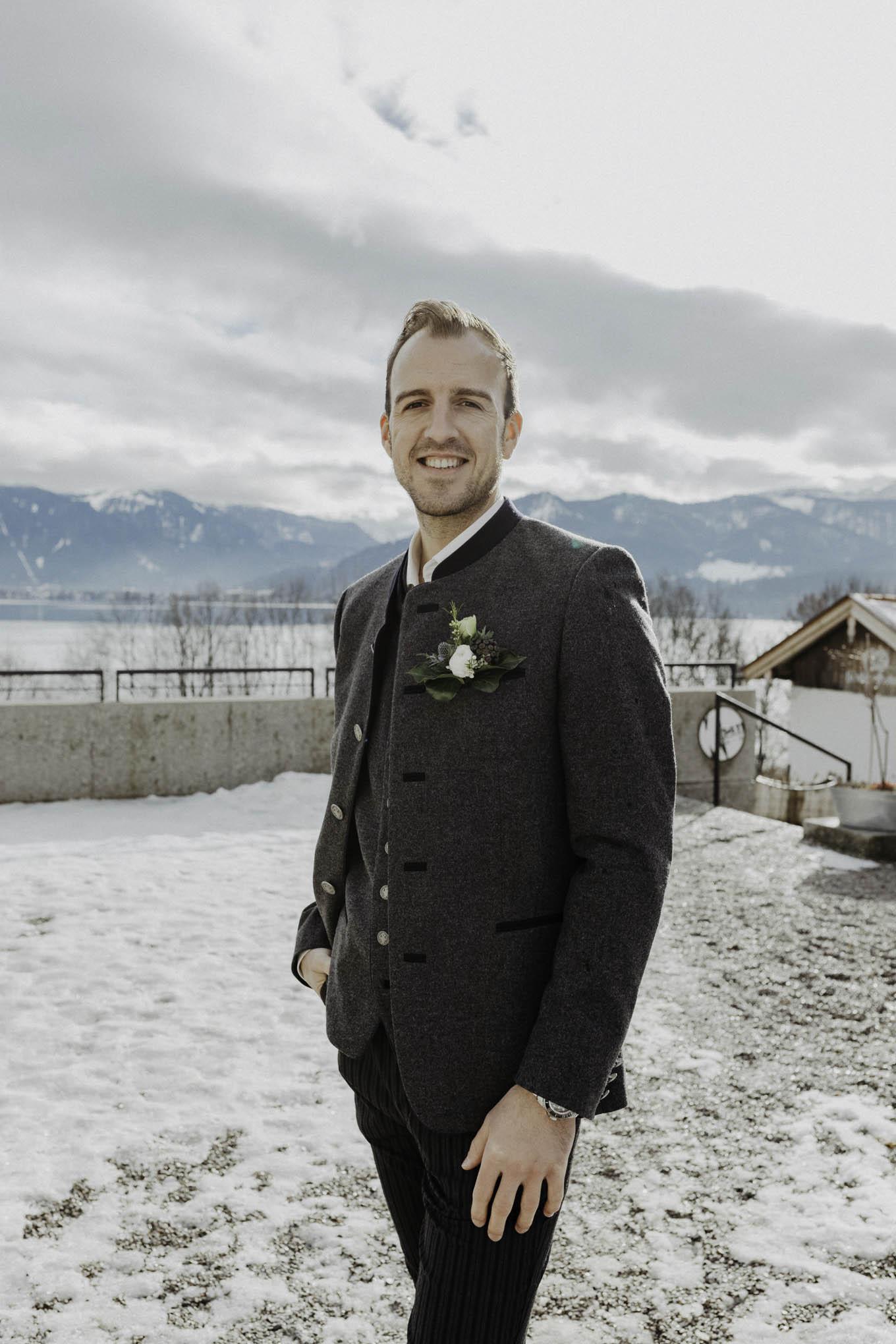 Bräutigam in Tracht am Tegernsee