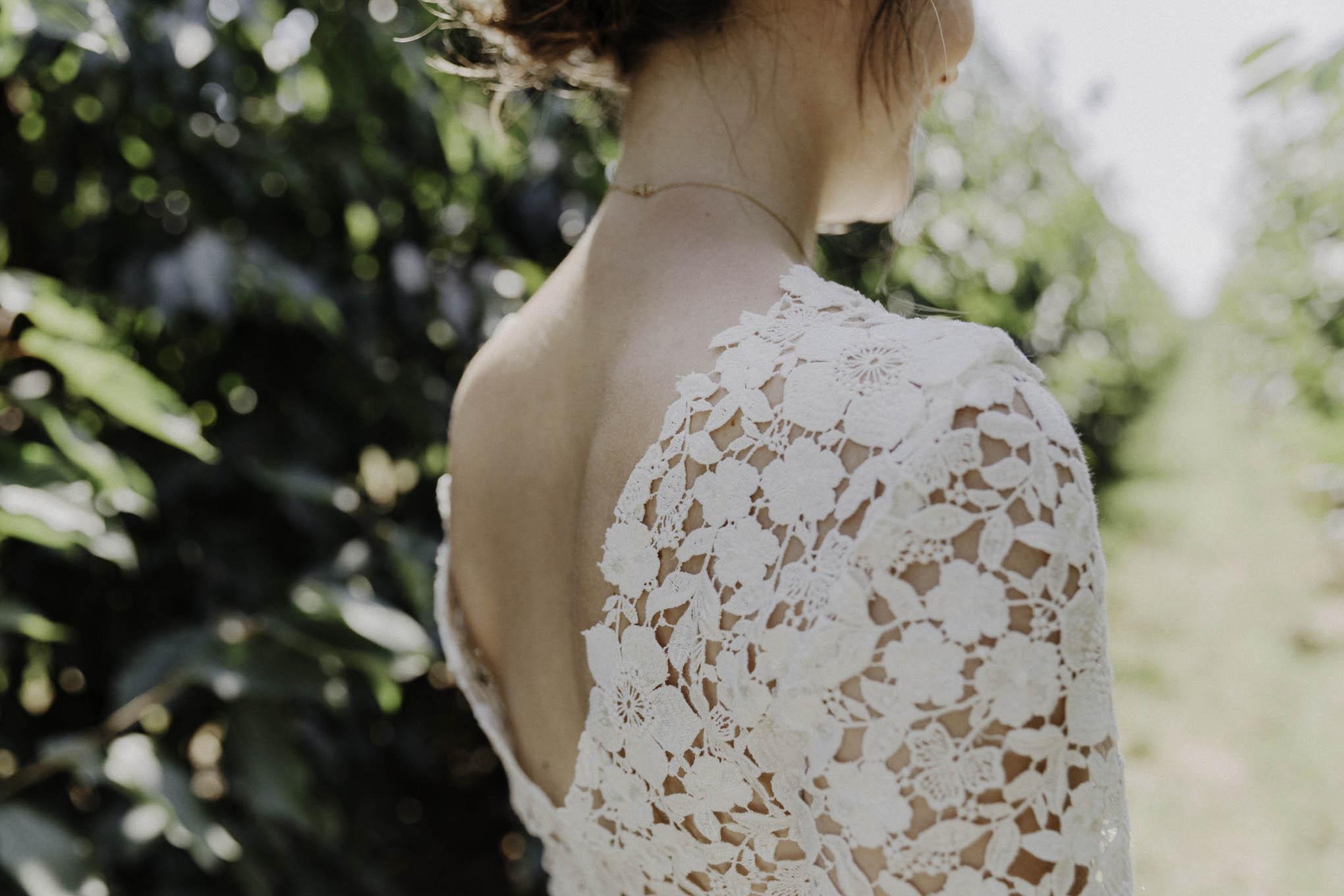 Braut im Spitzenoberteil