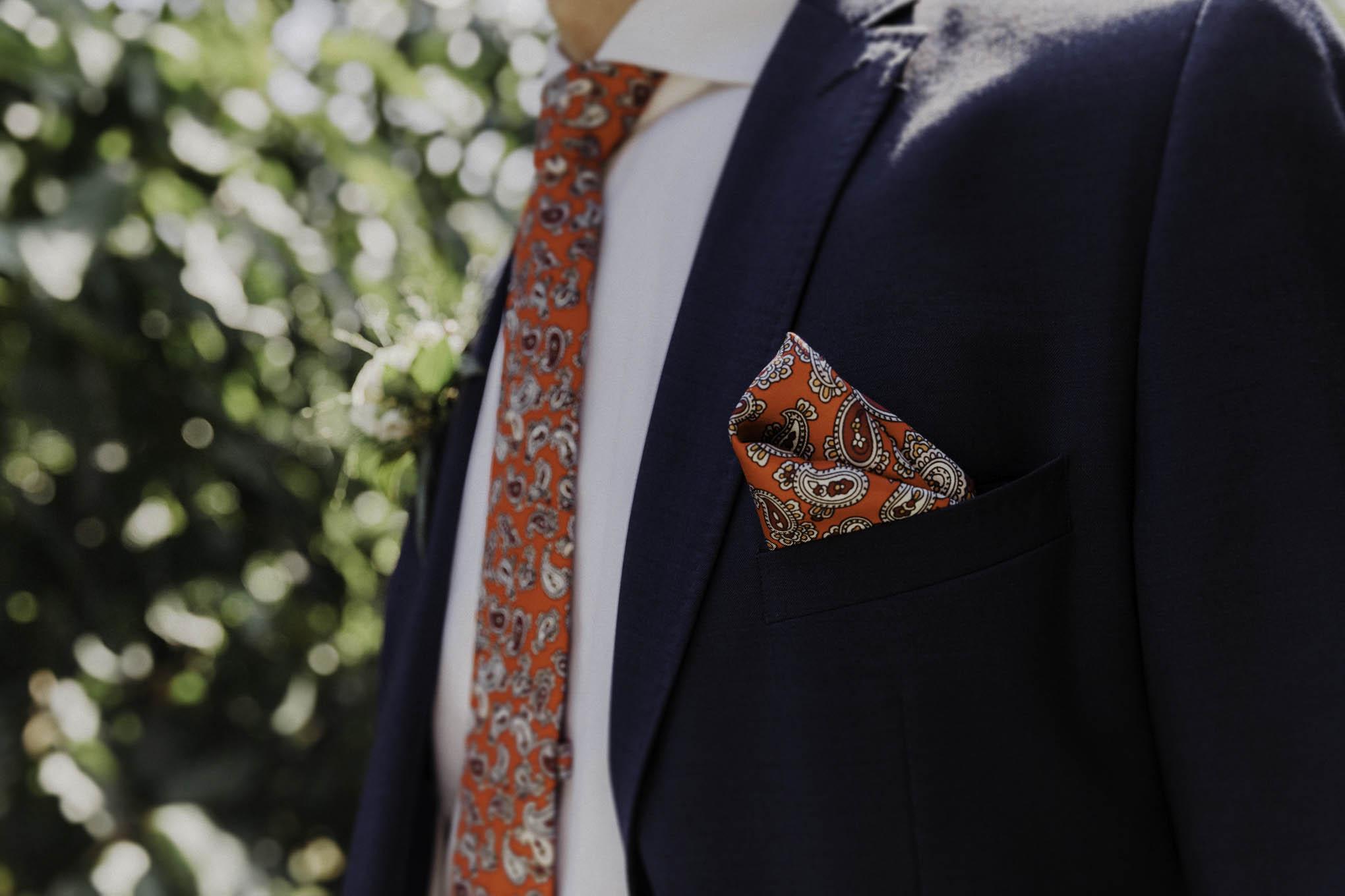 Einstecktuch und Krawatte vom Bräutigam