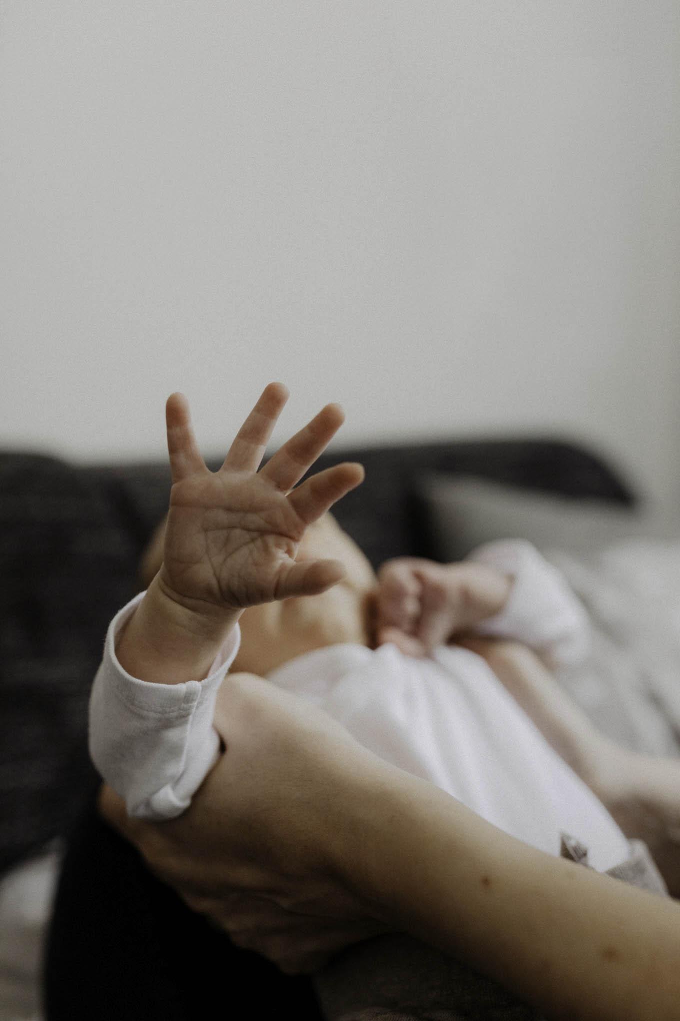Babyhände beim Newbornshooting