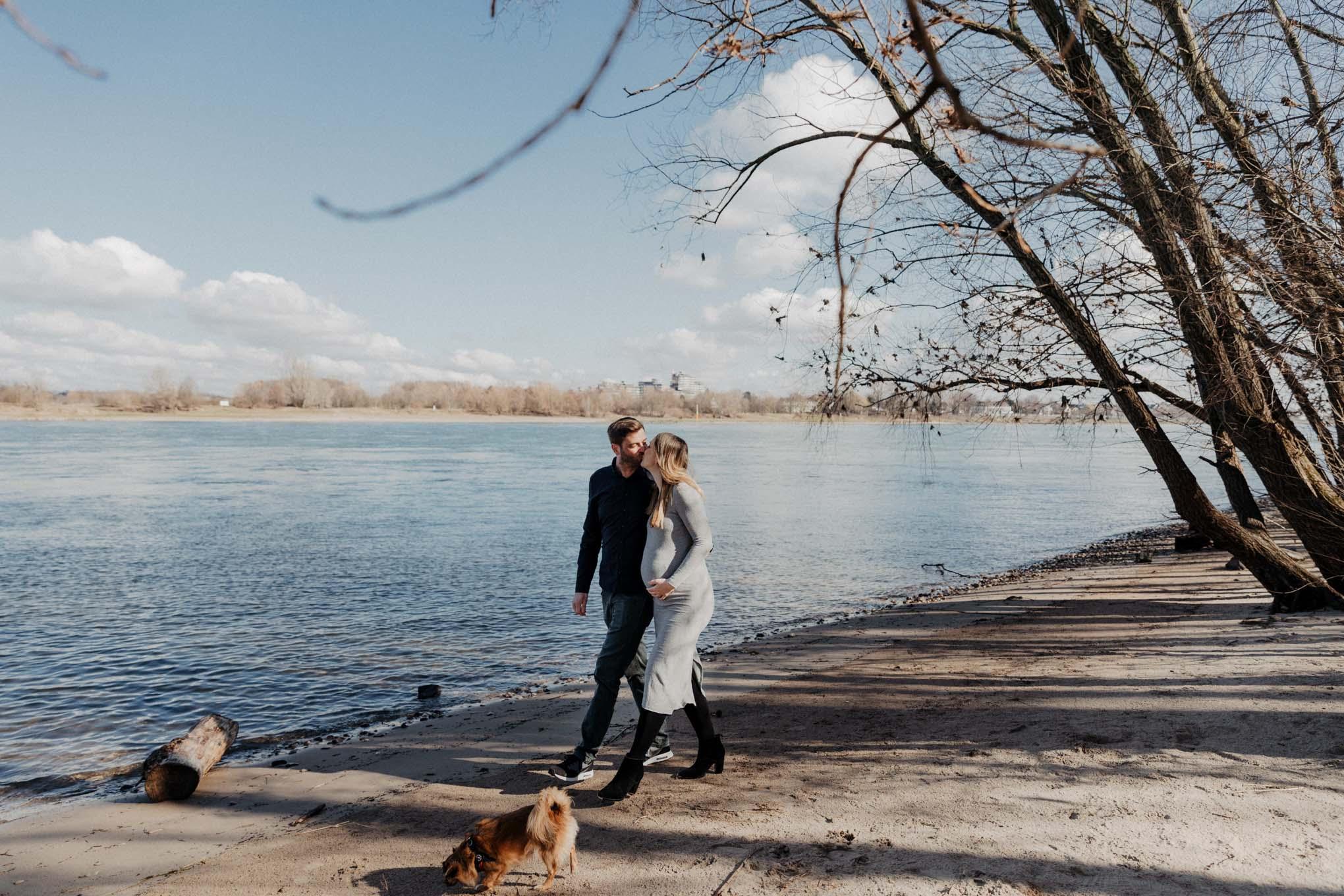 Familienfotos am Rheinufer in Koeln