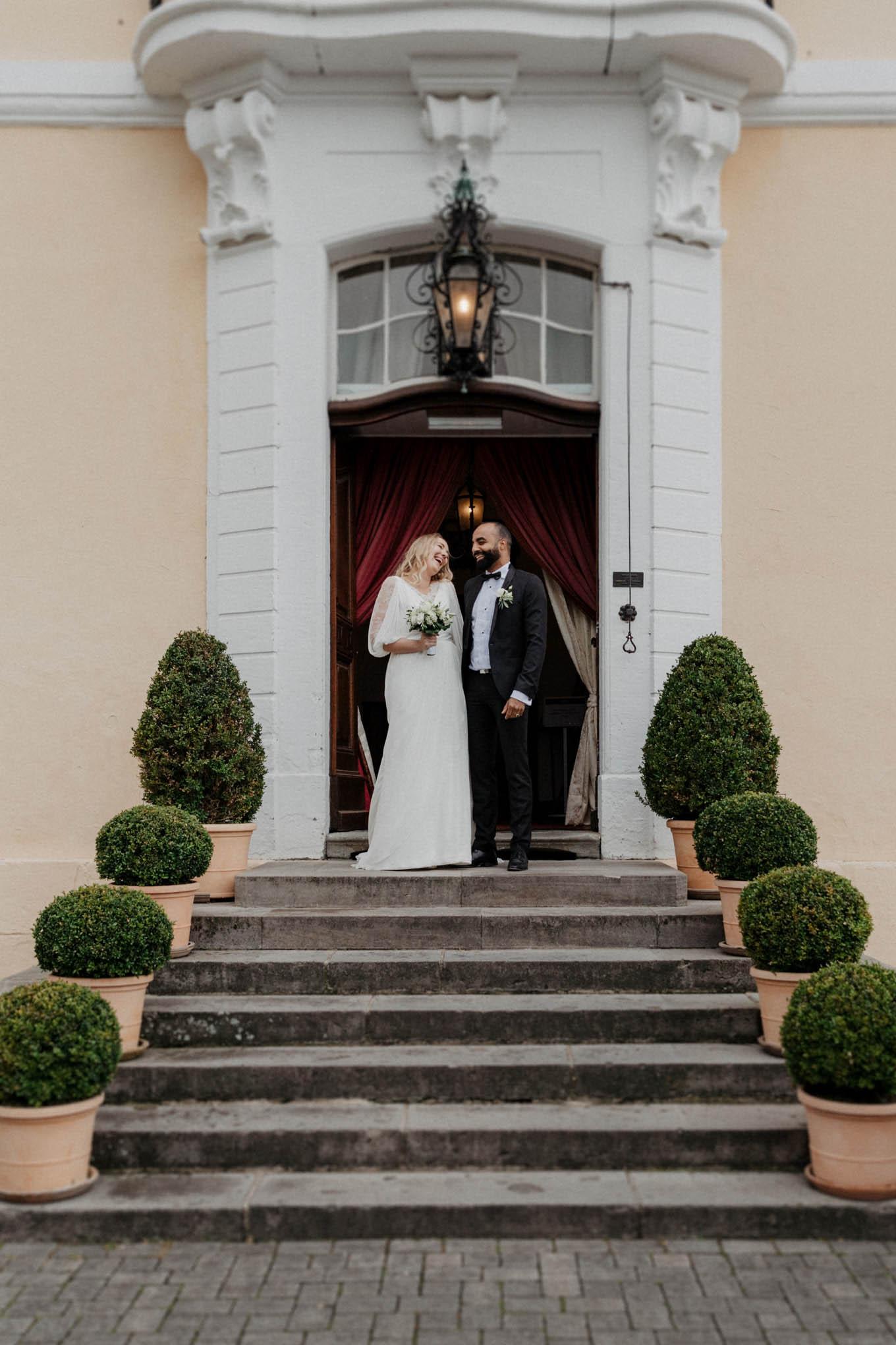 Brautpaar vor Schloss Miel