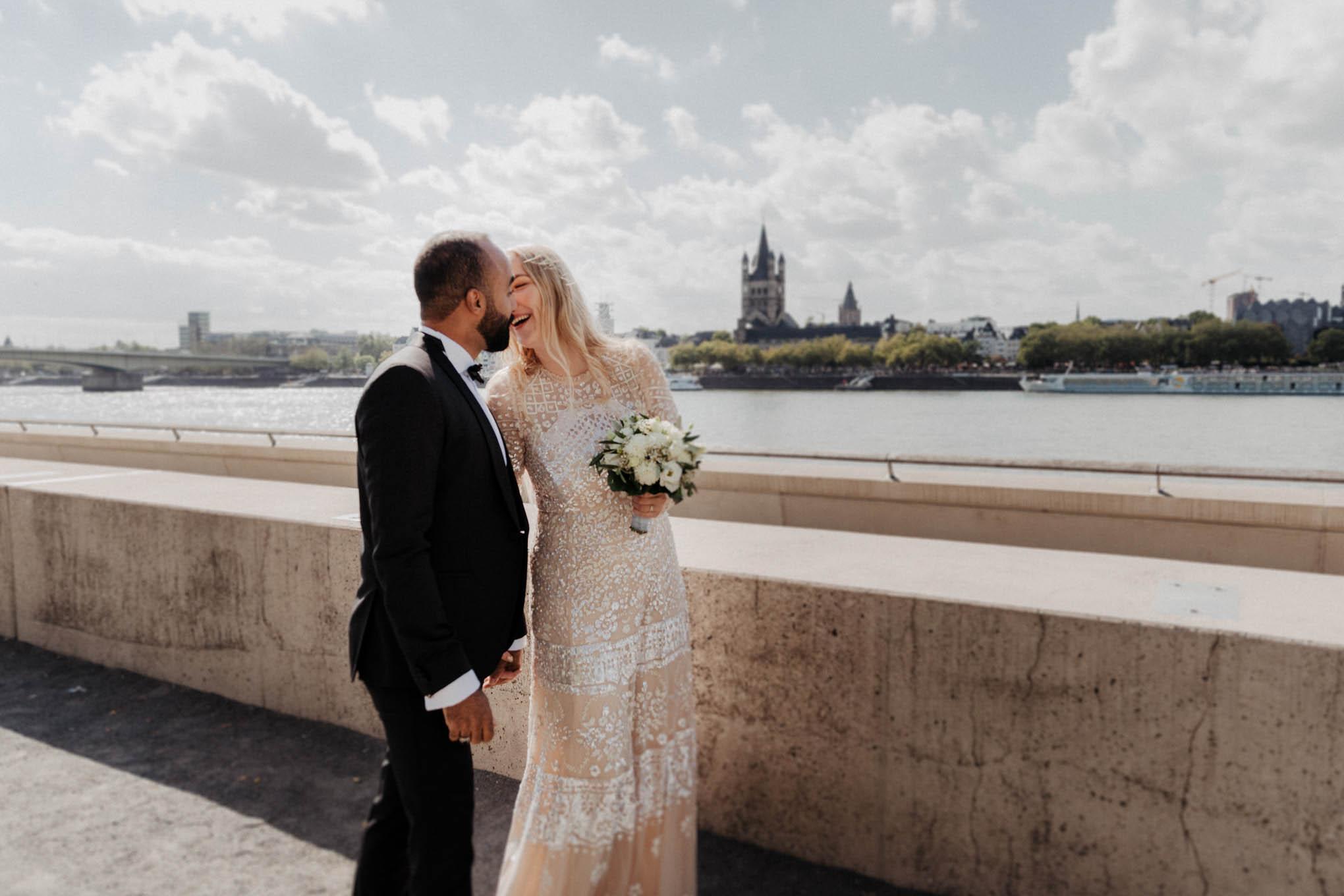 Hochzeitsfoto Rheinufer Köln