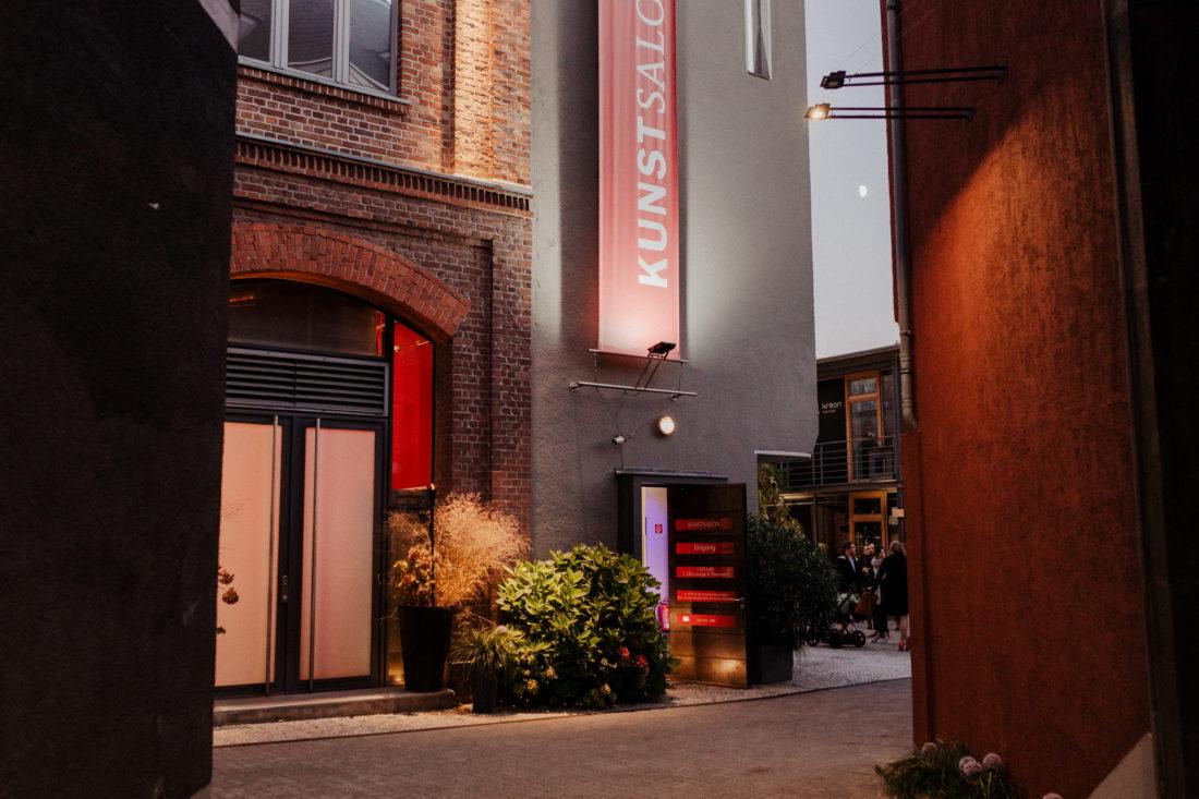 Eingang der Hochzeitslocation Kunstsalon in Köln